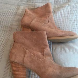 Suade light brown booties
